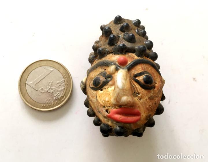 ANTIGUA CUENTA ABALORIO CARA FENICIO HECHA A MANO, MÁS DE 200 AÑOS - HAND CARVED FACE BEAD (Coleccionismo - Varios)