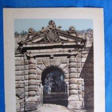 Coleccionismo: LÁMINA CON LA IMAGEN, PUERTA DE LAS GRANADAS, ALHAMBRA. DE LAS MARAVILLAS DE ESPAÑA. 1910'S.. Lote 169574304