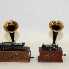 Coleccionismo: -CENTENARIO DEL PHONOGRAPHO 1877-1977- SERIE DE 5 MINIATURAS A ESCALA 1/4 POR MANUEL OLIVE SANS.. Lote 169662404