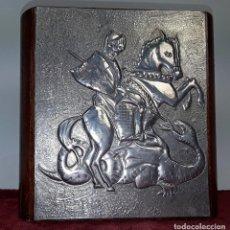 Coleccionismo: CAJA DE MADERA Y ESTAÑO PARA CIGARROS. DISEÑO DE SAN JORGE Y EL DRAGÓN. REPÚBLICA DOMINICANA. Lote 170598535