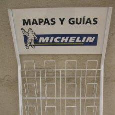Coleccionismo: EXPOSITOR METÁLICO DE MAPAS Y GUÍAS MICHELIN.. Lote 170856525