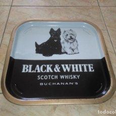 Coleccionismo: BANDEJA METAL BLACK & WHITE SCOTCH WHISKY VINTAGE. Lote 172467152