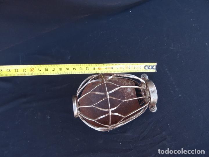 Coleccionismo: curioso y antiguo protector de lampara para taller reparacion automovil, coche, años 1960 - Foto 4 - 173030390