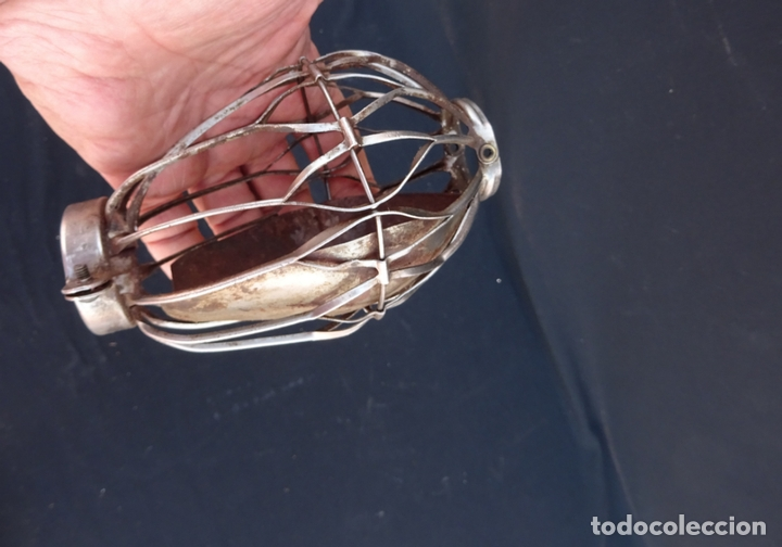 Coleccionismo: curioso y antiguo protector de lampara para taller reparacion automovil, coche, años 1960 - Foto 5 - 173030390