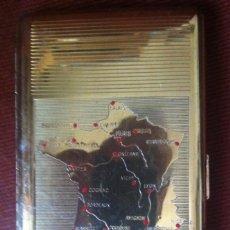 Coleccionismo: PITILLERA EN METAL DORADO CON EL MAPA DE FRANCIA - VINTAGE, FINALES DE LOS AÑOS 50. Lote 173466462