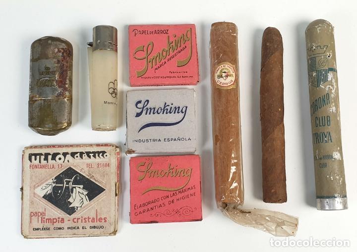 COLECCION DE PRODUCTOS PARA FUMADOR. ENCENDEDORES, PUROS Y PAPEL. SIGLO XX. (Coleccionismo - Objetos para Fumar - Otros)