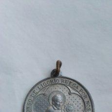 Coleccionismo: ANTIGUA MEDALLA SAN ALFONSO DE LIGORIO VIRGEN DEL PERPETUO SOCORRO. Lote 176828945