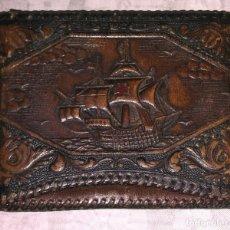 Coleccionismo: ANTIGUA PETACA PARA CIGARROS EN PIEL REPUJADA. Lote 177476152