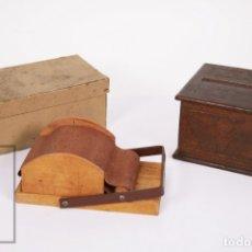 Coleccionismo: ANTIGUAS DISPENSADORA Y LIADORA DE CIGARRILLOS DE MADERA - PRIMERA MITAD S. XX - TABACO. Lote 177550835
