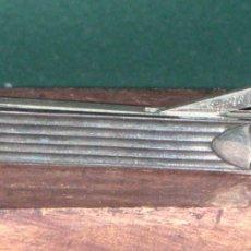 Coleccionismo: CORTAPUROS DE SOBREMESA - PLATA Y ACERO. Lote 178106922