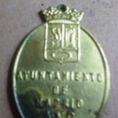 Coleccionismo: CHAPA O PLACA VACUNACION DE PERROS AYUNTAMIENTO DE MADRID AÑO 1961. Lote 178656451