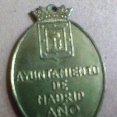 Coleccionismo: CHAPA O PLACA VACUNACION DE PERROS AYUNTAMIENTO DE MADRID AÑO 1969. Lote 178656897