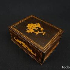 Coleccionismo: ANTIGUA CAJA DE MADERA PARA CIGARRILLOS REALIZADA EN JAPON . Lote 178884641