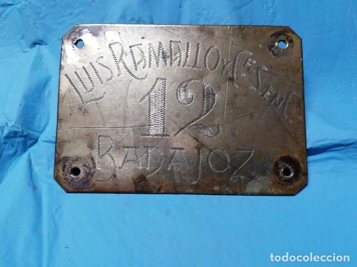 Coleccionismo: ANTIGUA CHAPA DE METAL DE LUIS RAMALLO DE BADAJOZ SEGURAMENTE AÑOS 40 - Foto 2 - 178920130