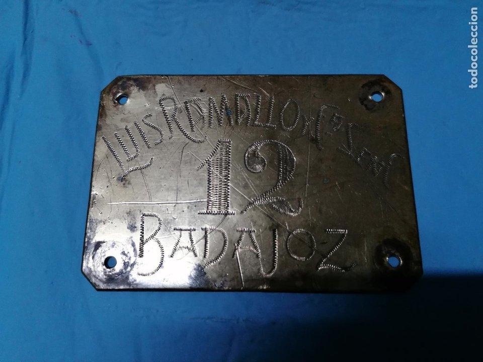 Coleccionismo: ANTIGUA CHAPA DE METAL DE LUIS RAMALLO DE BADAJOZ SEGURAMENTE AÑOS 40 - Foto 4 - 178920130