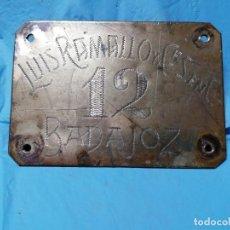 Coleccionismo: ANTIGUA CHAPA DE METAL DE LUIS RAMALLO DE BADAJOZ SEGURAMENTE AÑOS 40. Lote 178920130