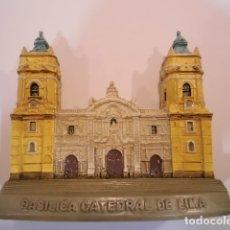 Coleccionismo: REPLICA EN RESINA - CATEDRAL DE LIMA Y PRIMADA DEL PERU - EN CJA ORIGINAL. Lote 179038043