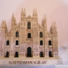 Coleccionismo: REPLICA EN RESINA - CATEDRAL DE MILAN - EN CAJA ORIGINAL. Lote 179038378