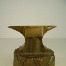 Coleccionismo: YUNQUE BRONCE PARA ESCRITORIO.. Lote 179159152