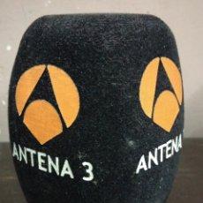 Coleccionismo: BOLA ESPUMA PROTECTOR QUITAVIENTOS PARA MICROFONO ANTENA 3 EN NEGRO. Lote 179525238