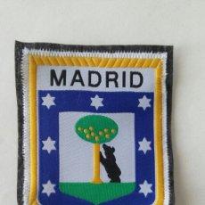 Coleccionismo: ESCUDO PARCHE BORDADO TELA FIELTRO SOUVENIR MADRID. Lote 179556411