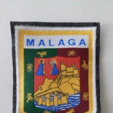 Coleccionismo: ESCUDO PARCHE BORDADO TELA FIELTRO SOUVENIR MÁLAGA ANDALUCÍA. Lote 179556502