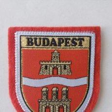 Coleccionismo: ESCUDO PARCHE BORDADO TELA FIELTRO SOUVENIR BUDAPEST HUNGRÍA. Lote 179556703