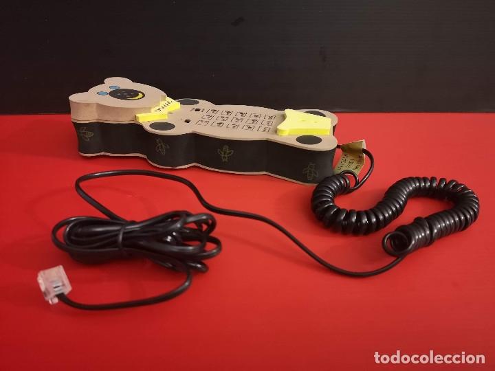 Coleccionismo: Original Telefono fijo de forma de oso osito hecho en goma eva. Funcionando perfectamente - Foto 2 - 179952845