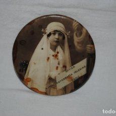 Coleccionismo: ESPEJITO PARA BOLSO , CON NIÑA DE COMUNION. Lote 180134638