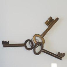 Coleccionismo: LOTE DE 3 LLAVES DE BRONCE DE ASCENSOR MARCADAS. Lote 180159562
