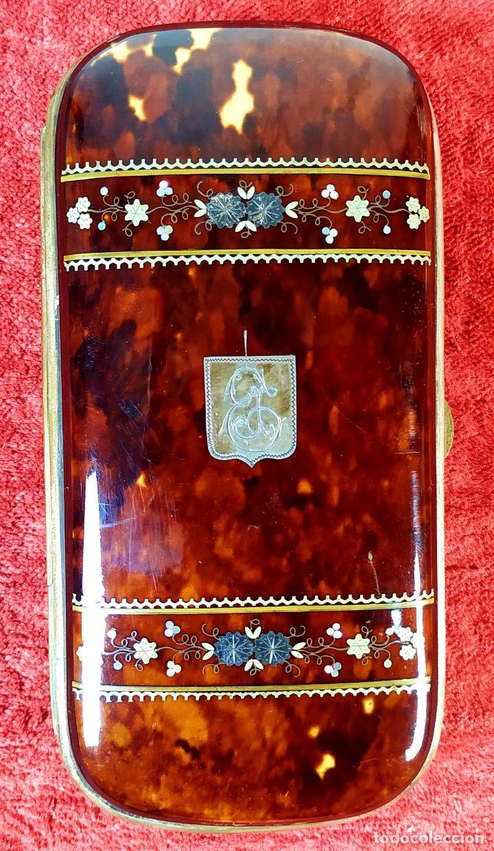 CIGARRERA EN CAREY. CON INCRUSTACIONES DE PLATA Y NACAR. ESPAÑA. SIGLO XIX (Coleccionismo - Objetos para Fumar - Otros)