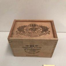 Coleccionismo: PEQUEÑA CAJA DE MADERA - CIGARROS FARÍAS 25 ANIVERSARIOS. Lote 186413186