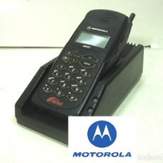 Coleccionismo: ANTIGUO CARGADOR ADAPTADOR - SOBREMESA PARA TELEFONO MOVIL MOTOROLA - BATERIA. Lote 187123965