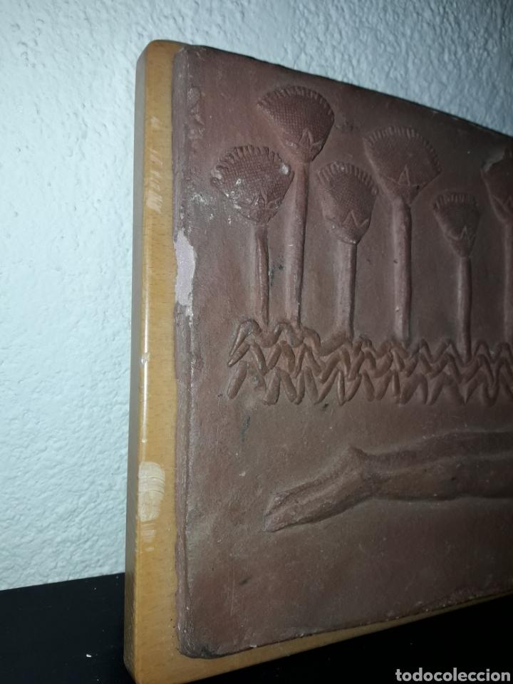 Coleccionismo: Pieza cuadro terrissa mujer estilo egipcia artista T. Marti - arte - Foto 2 - 189260560