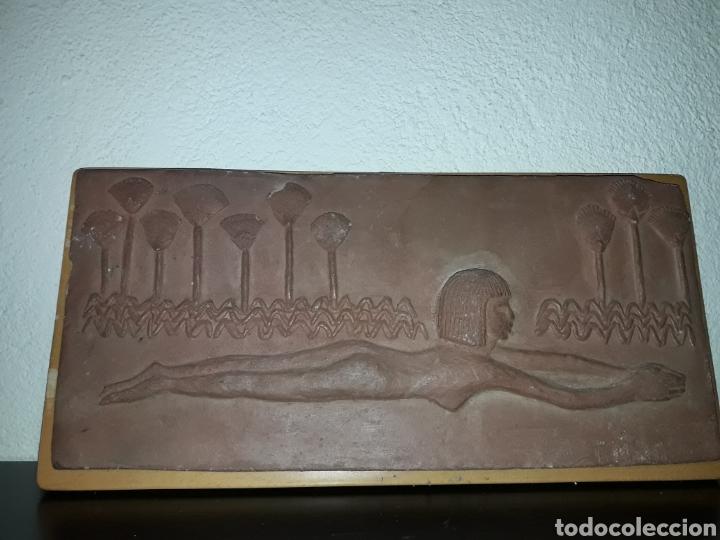 PIEZA CUADRO TERRISSA MUJER ESTILO EGIPCIA ARTISTA T. MARTI - ARTE (Coleccionismo - Varios)