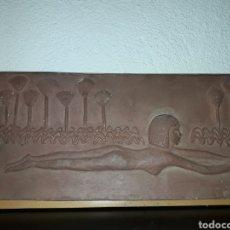 Coleccionismo: PIEZA CUADRO TERRISSA MUJER ESTILO EGIPCIA ARTISTA T. MARTI - ARTE. Lote 189260560