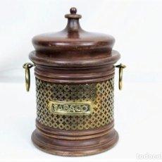 Coleccionismo: BONITO TARRO DE TABACO EN MADERA. Lote 194227056
