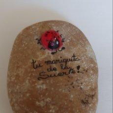 Coleccionismo: ANTIGUA PIEDRA CON LA MARIQUITA PÉREZ DE LA SUERTE. Lote 195001288