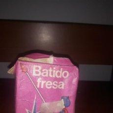 Coleccionismo: ANTIGUO TETRABRIK LECHE BATIDO PULEVA FRESA,CON DIBUJO DE SOLDADO,, AÑO 1985,VACIO. Lote 195328053