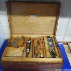 Coleccionismo: CAJA PRUEBAS OPTICA Y MATERIAL MEDICO PARA OPERAR CATARATAS FINALES DEL SIGLO XIX. Lote 195869946
