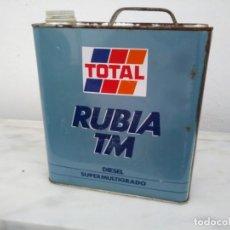 Coleccionismo: LATA GARRAFA ANTIGUA DE ACEITE TOTAL RUBIA TM PARA COCHE MOTOR LUBRICANTE. Lote 196526340