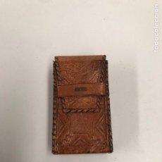 Coleccionismo: PITILLERA DE CUERO REPUJADO. Lote 198056445