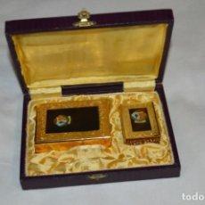 Coleccionismo: MONTSERRAT, PATRONA CATALUÑA / ANTIGUO ESTUCHE CON FUNDAS TABACO Y CERILLAS CON INSIGNIAS ¡MIRA!. Lote 198843537