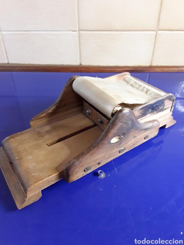 Coleccionismo: Antigua máquina liadora de cigarrillos - Foto 2 - 200007642