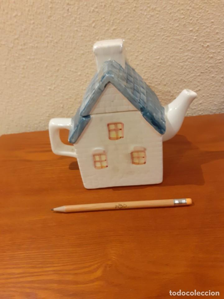 Coleccionismo: Tetera de coleccion de ceramica en forma de casita - Foto 3 - 201832137