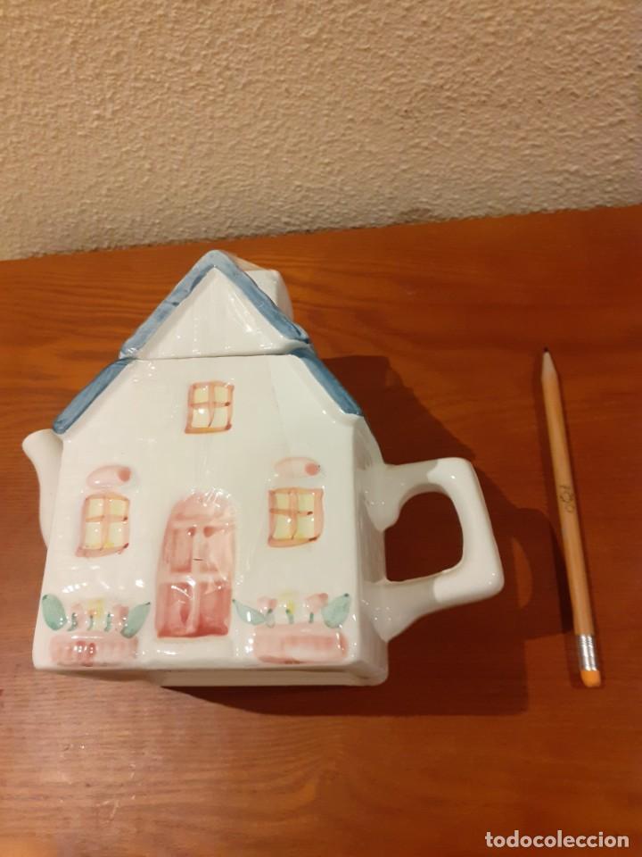 Coleccionismo: Tetera de coleccion de ceramica en forma de casita - Foto 4 - 201832137