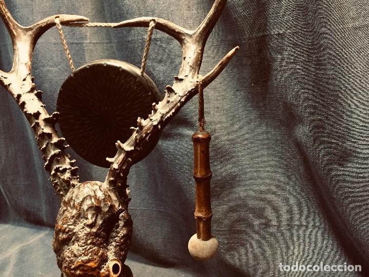 Coleccionismo: antiguo gong de mesa base jacaranda bambu semilla ojos vidrio asta ciervo pajaro 45x28x25cms - Foto 8 - 202579898