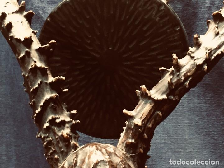 Coleccionismo: antiguo gong de mesa base jacaranda bambu semilla ojos vidrio asta ciervo pajaro 45x28x25cms - Foto 25 - 202579898