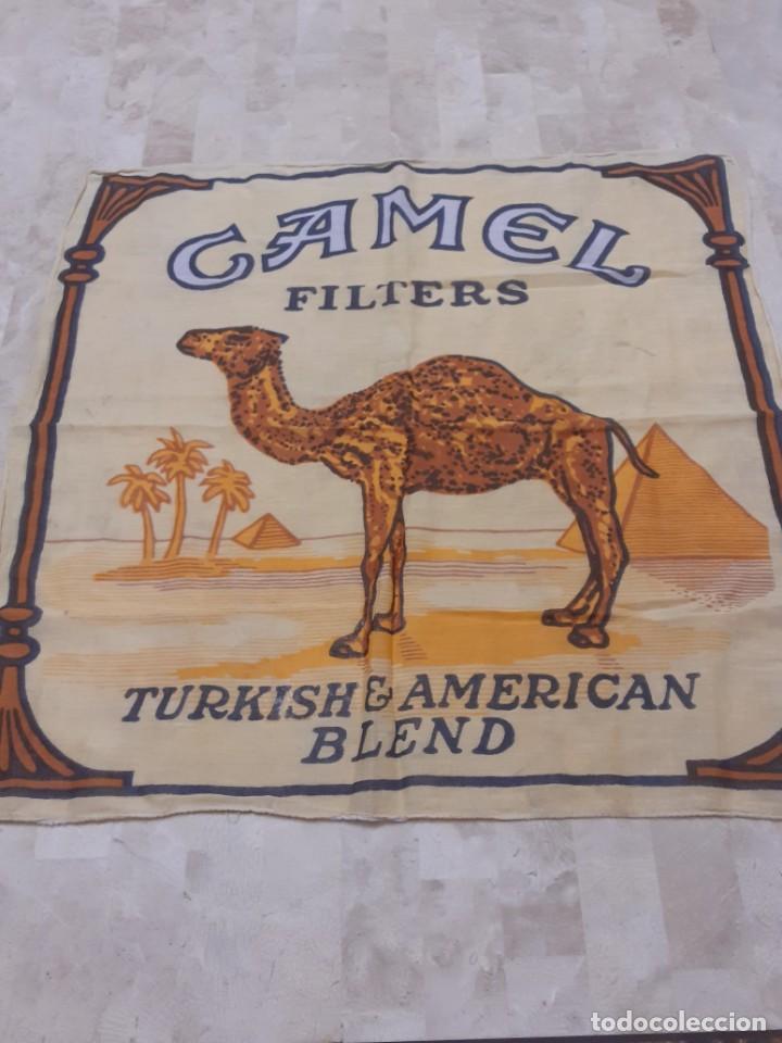 PAÑUELO DE CUELLO DE CIGARRILLOS CAMEL (Coleccionismo - Objetos para Fumar - Otros)