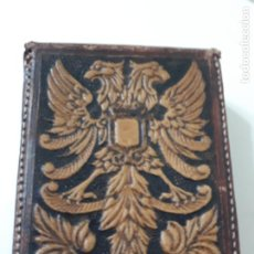 Coleccionismo: PITILLERA DE PIEL REPUJADA. Lote 202976036